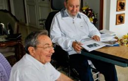 Fidel fully endorsed Raúl saying he was 'proud' of his brother's announcements (Photo: Digital 19)