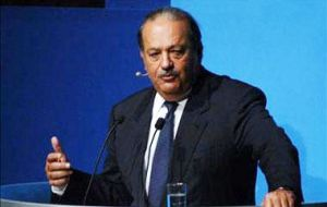 Mexican mogul Carlos Slim says Chile still has to improve education and poverty levels