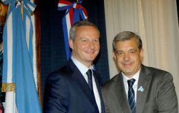 Argentine and French Agriculture ministers Julian Dominguez and Bruno Le Maire (L)