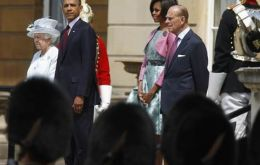 President Obama and Michelle meet Queen Elizabeth and Prince Phillip (Photo Reuters)