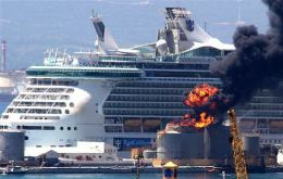 Independence of the Seas cruise ship, were injured following the explosion (Photo AFP)