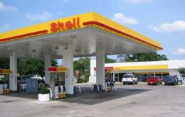 The 300 gasoline stations will retain the Shell brand