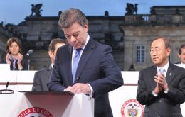 UN Ban Ki-moon was at the ceremony with President Juan Manuel Santos