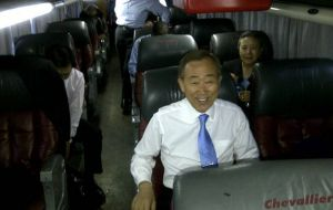 UN Secretary arrived by bus at Bs. Aires (Photo PERFIL)