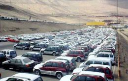 Long queues in La Paz to legalize the smuggled cars