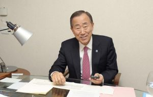 UN Secretary General twitting supporters for his re-election  (Photo UN)