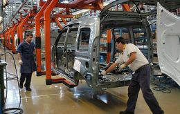 Argentina is expected to produce a record 850.000 vehicles in 2011