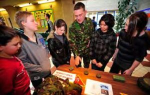 Students identify different mines  (Pic.Cpl Merry/PN)