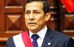 Humala in a controversial decision takes the oath on a 1979 constitution