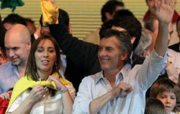 Marci celebrates at party headquarters with Deputy Mayor María Eugenia Vidal (L) (Photo Perfil)