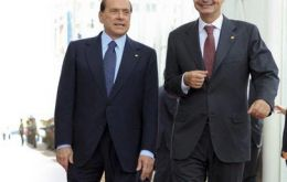 Rodriguez Zapatero postponed vacations and Silvio Berlusconi is to address Parliament (L)