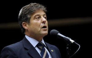 Mendes Ribeiro as well as outgoing Rossi and Vice president belong to the all powerful PMDB