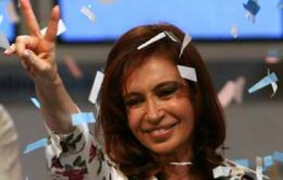 Opposition candidates are warning of institutional risks if Cristina Fernandez also takes control of Congress