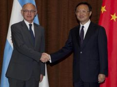 Foreign Affairs minister Hector Timerman with his peer Yang Jiechi