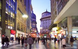 "Unorthodox policies but ""we make a lot of money"", crowded shopping malls in Buenos Aires"
