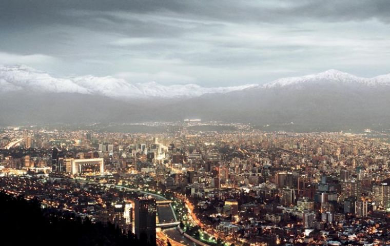 Besides smog in winter Santiago residents need protection from increasing harmful radiation