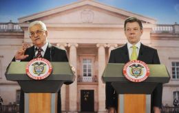 Mahmud Abbas with Colombian president Santos (Photo AFP)