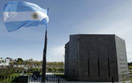 The mausoleum in Rio Gallegos and the 2.4 metres high statue in Plaza de Mayo