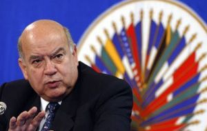 "Insulza said there are many demands on OAS, ""but contributions are not coming"""