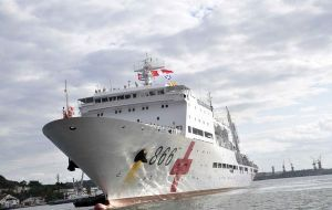 The 14.000 tons 'Peace Ark' floating hospital calling Jamaica