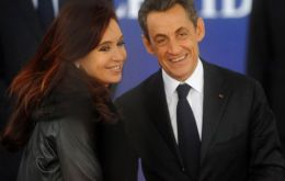 CFK received by G20 host French president Nicholas Sarkozy