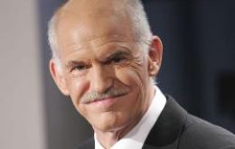 PM Papandreou cleared the vote 153 to 145
