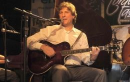 Boudou loves to play the guitar but seems to have forgotten to comply with what he agreed with the IMF