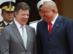 Santos and Chavez celebrate the new relations (Photo AP)