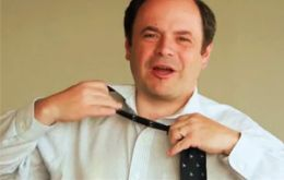 Energy minister Rodrigo Alvarez taking his tie off
