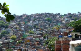 How many middle class families in Rio's famous favelas?