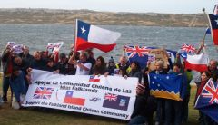The community displayed Chilean, Falklands, UK and Magallanes flags