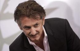 Sean Penn blames the press for his misunderstanding of the Falklands dispute