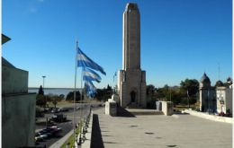 The Monument to the Argentine flag in Rosario, next to the Paraná River