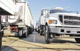 Thousands of trucks will have to queue for days to unload