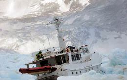 The Brazilian motor yacht 'Mar Sem Fim' crushed by ice on April 7 in Maxwell Bay, South Shetland Islands.