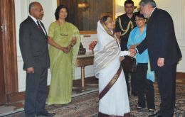 President Lugo is received by his peer Pratibha Patil