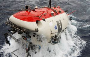 Jiaolong succeeded in diving 5.188 meters below sea level in the Pacific Ocean last summer