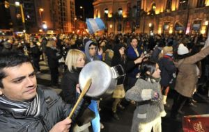 Pots and pans to protest corruption