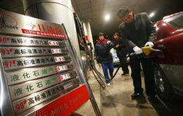The decrease is equivalent to 24 US cents per gallon (Photo: Xinhua)