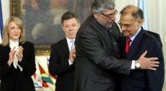 Ali Rodriguez is congratulated by Colombian president Santos and president Lugo