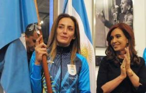 Luciana Aymar with the Argentine flag next to the president
