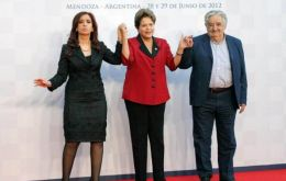 The three full members in the family picture: Cristina, Dilma and Mujica