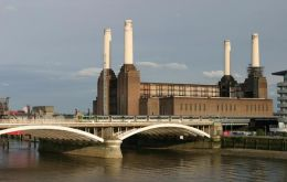 The development project must respect the four landmark chimneys