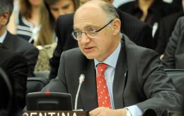 Timerman Argentine diplomacy reverts the game: from victimizer to victim