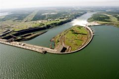 The giant Itaipú dam that provide 22% of Brazil's power consumption