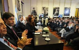 Cristina Fernandez making the announcement and defending her policy of restricting imports
