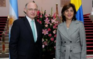 The Argentine minister with his Colombian peer Maria Angel Holguin