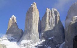 Over 150.000 tourists visit every year the renowned Torres del Paine Park