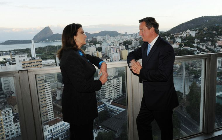 Petrobras president Graça Foster and PM Cameron with the background of Rio