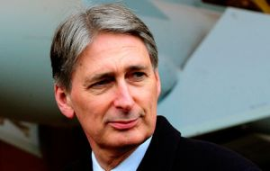 Defence Secretary Hammond: French and German governments must reduce their stakes in EADS